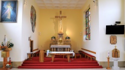 Vnútri v kostole Všetkých svätých